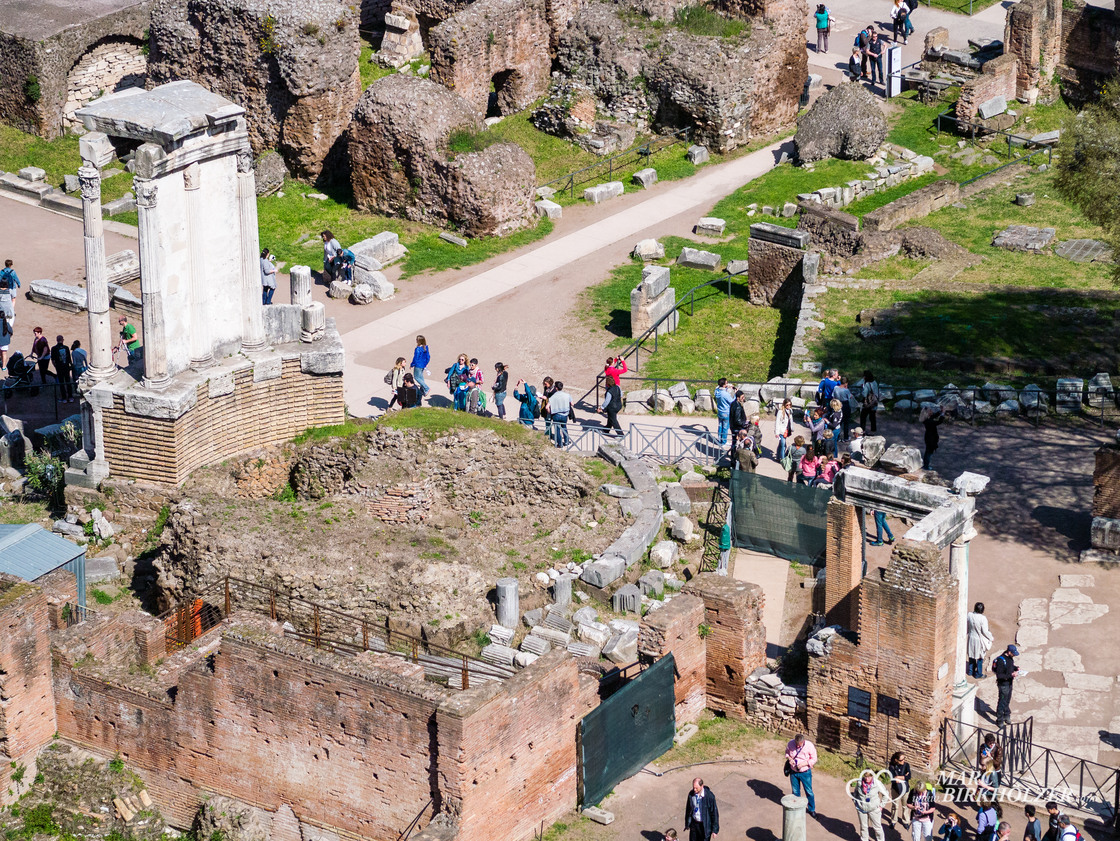 Blick hinunter in das Forum Romanum